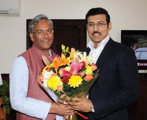 The Chief Minister of Uttarakhand, Shri Trivendra Singh Rawat meeting the Minister of State  (I/C) Col. Rajyavardhan Singh Rathore, in New Delhi on November 24, 2017