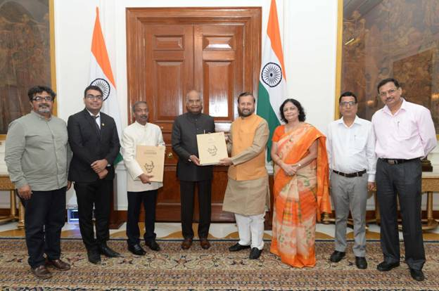 On the anniversary of Quit India Movement, Shri Prakash Javadekar presenting Gandhi Albums to the Hon'ble President of India Shri Ram Nath Kovind in Rashtrapati Bhavan on 9th August, 2019.